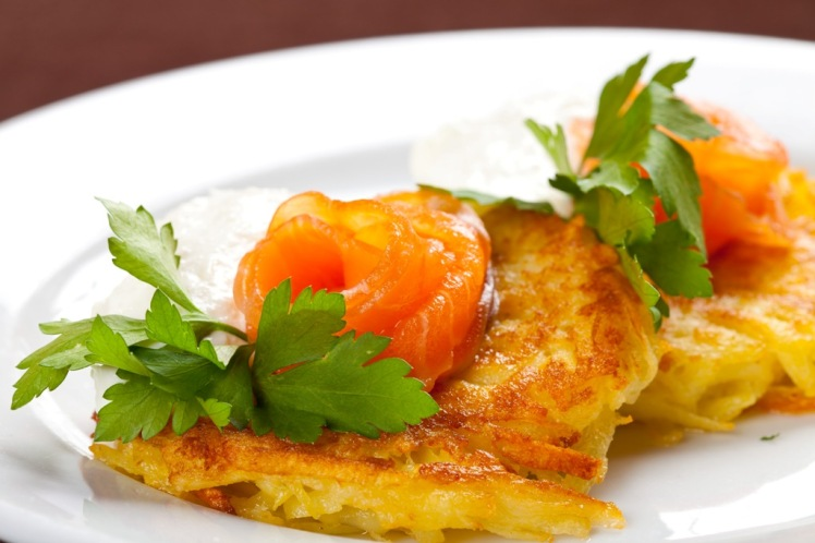 21-kartofelnye-draniki-s-semgoy