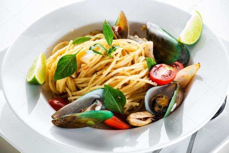 depositphotos_98997944-stock-photo-spaghetti-frutti-di-mare